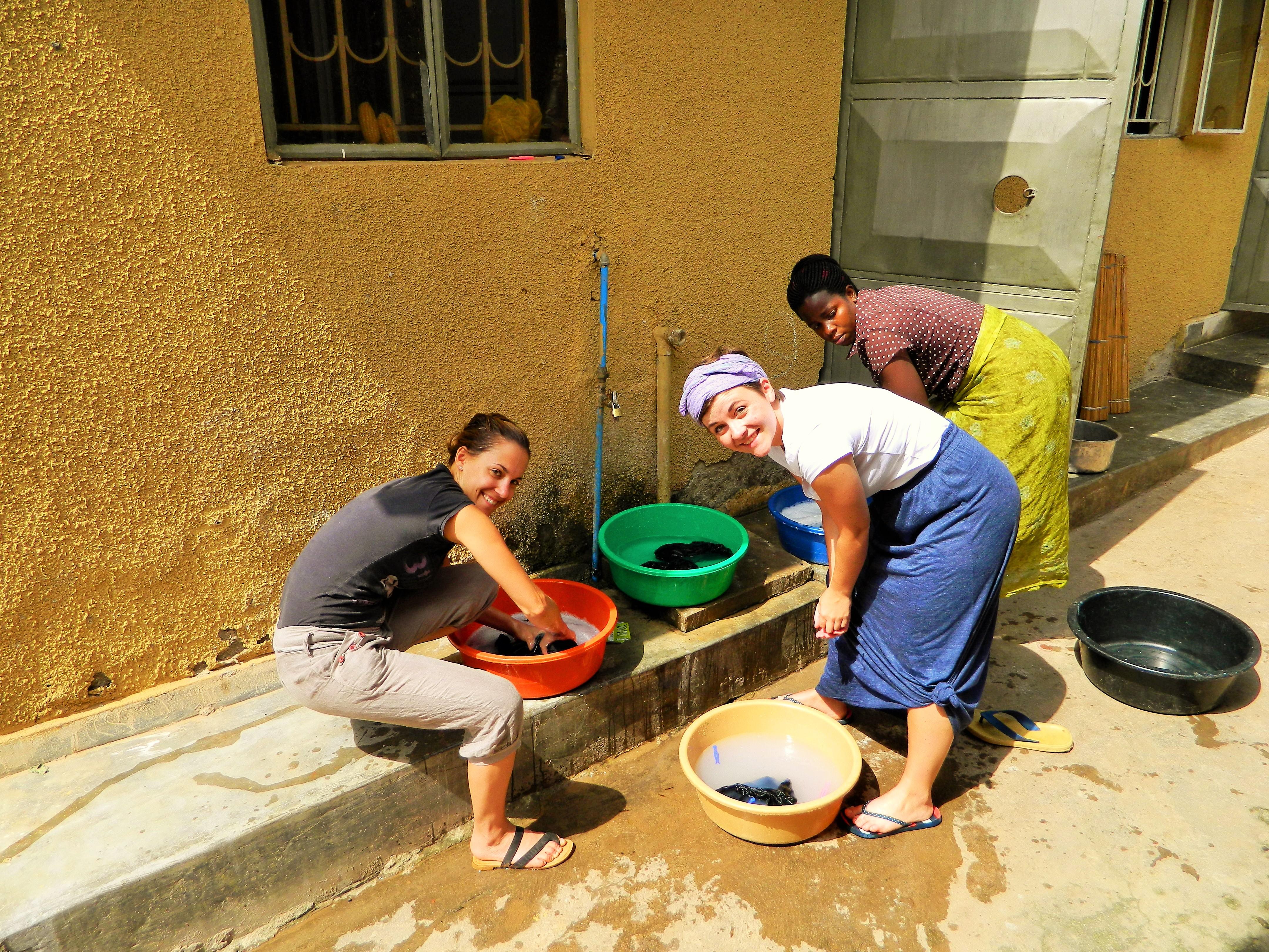 Wäsche waschen auf ugandisch