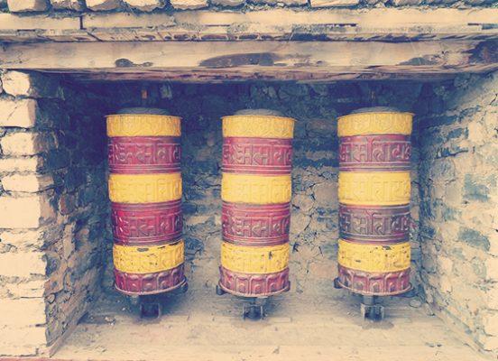 Drei Gebetsmühlen