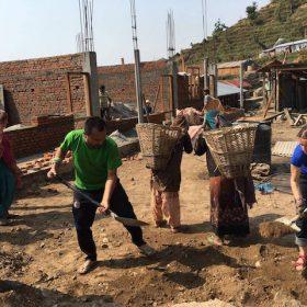 Wiederaufbauarbeiten an der Dorfschule in Swaragau
