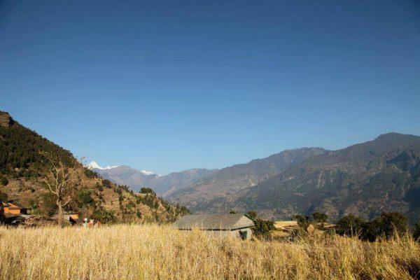 Kleine Hütte hinter Feld in Swaragau