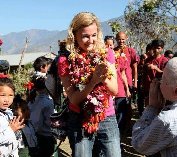 Tina Eckert begrüßt Kind in Swaragau