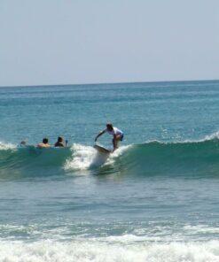 Mann beim Surfen