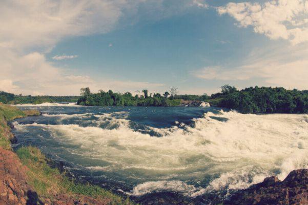 Wasserfall mitten in der Natur