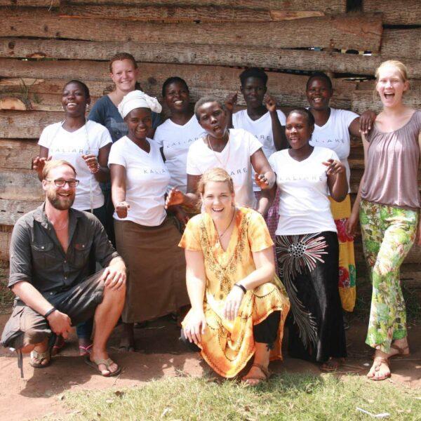 KALiARE-Frauen mit Volunteers