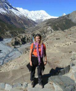 Tina Eckert im Annapurnagebirge