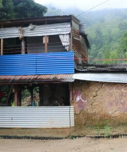 Karmalaya-Farmhaus nach dem Erdbeben
