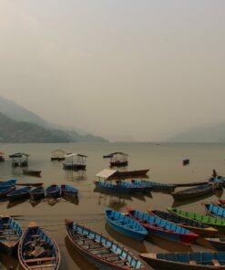 Boote auf dem Phewa-See in Pokhar