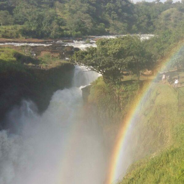 Regenbogen über den Murchison Falls in Uganda
