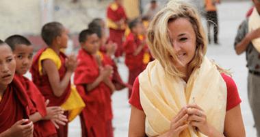 Karmalaya-Gründerin Tina Eckert im Kloster in Nepal