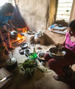 Zwei Frauen beim Kochen