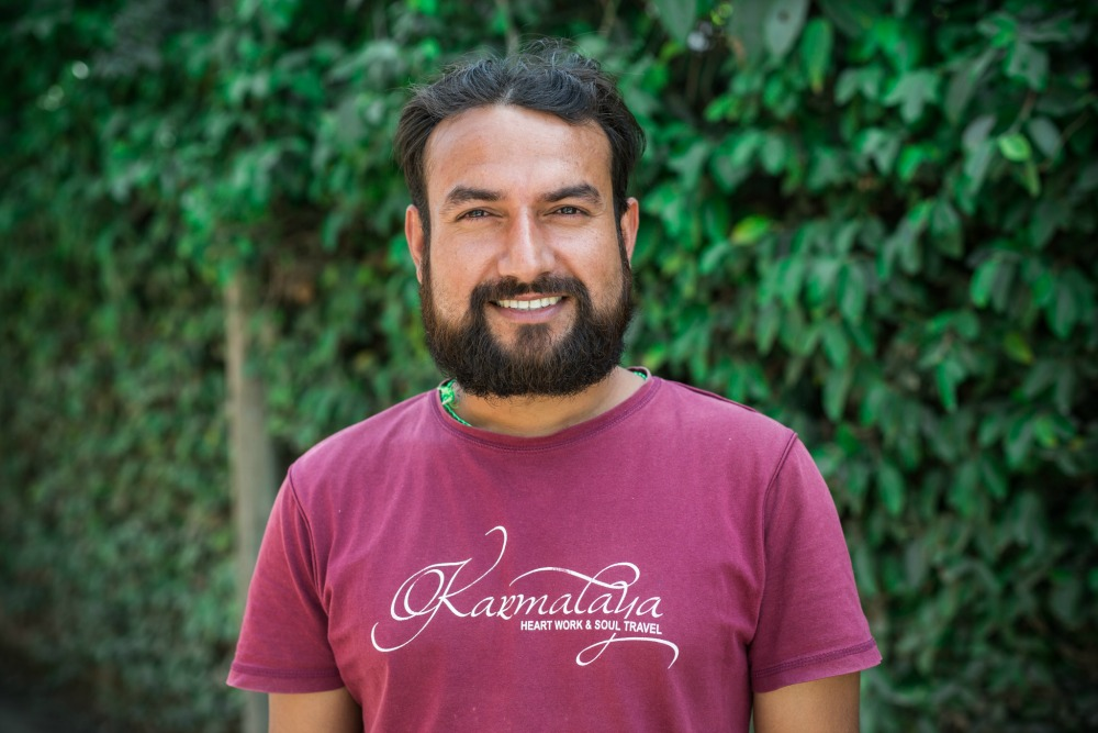 Mann vom Karmalaya-Team in Nepal