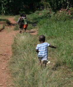 Kinder beim Spielen in Uganda