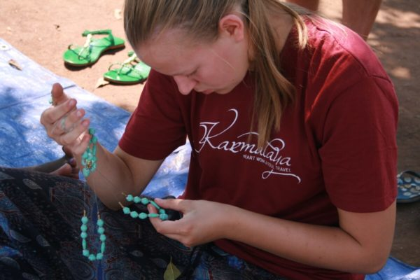 Qualitätskontrolle im Frauenprojekt Kaliare in Uganda