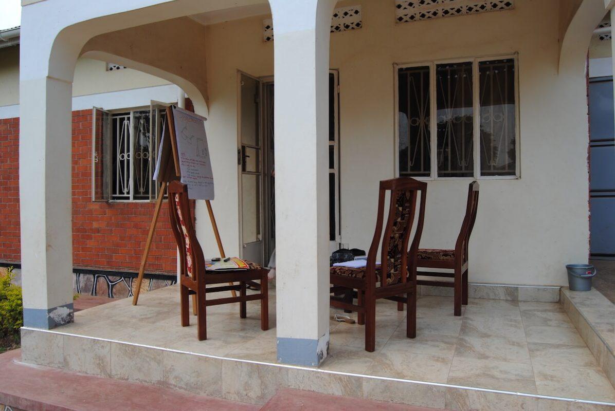 Terrasse des Volontärhauses in Kampala - Orientierungstage