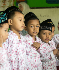 Kinder im ländlichen Kindergarten-Projekt auf Java