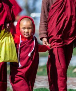 Junge Mönche im Kloster in Nepal
