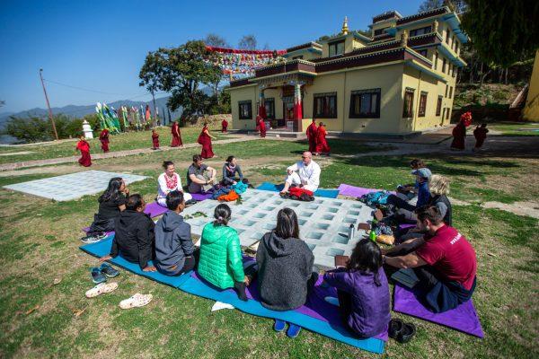In sich kehren im Kloster in Nepal