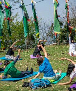 Yoga-Praxis im Kloster in Nepal
