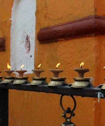Brennende Kerzen in Kathmandu