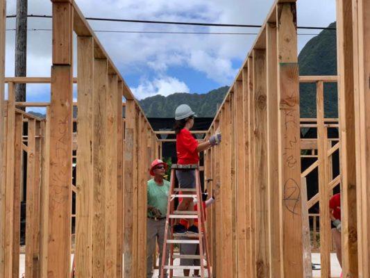 Volontäre bauen Haus