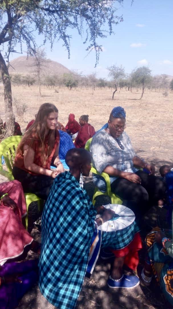 Perlenschmuck Herstellung in Tansania
