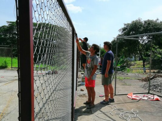 Volontäre im Bauprojekt Costa Rica