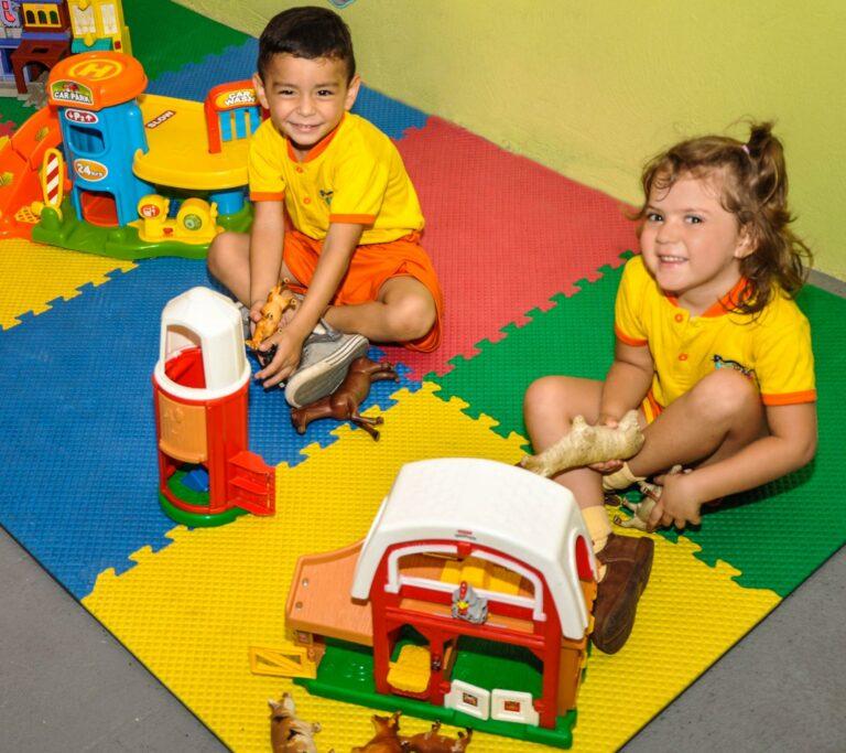 Kinder spielen im Childcare Center