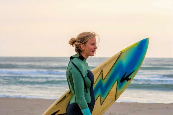 Teilnehmerin des Surfprojekts Peru
