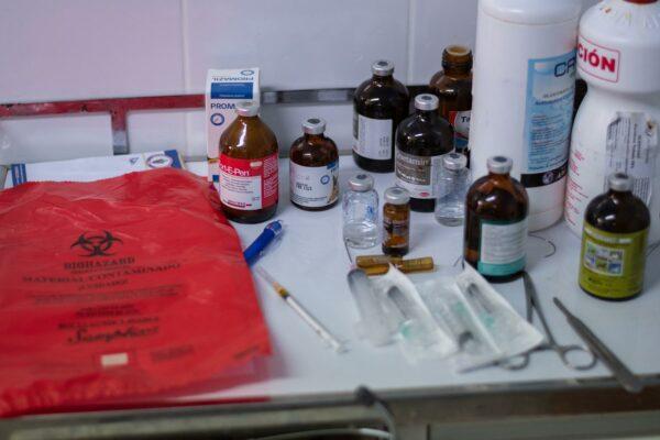 Medizinische Ausstattung Tierklinik Peru