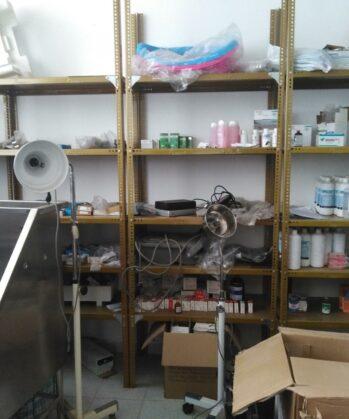 Medikamentenraum Tierklinik Peru