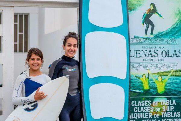 Freiwillige im Surfsprojekt Peru